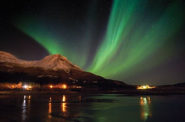 green northern lights in iceland